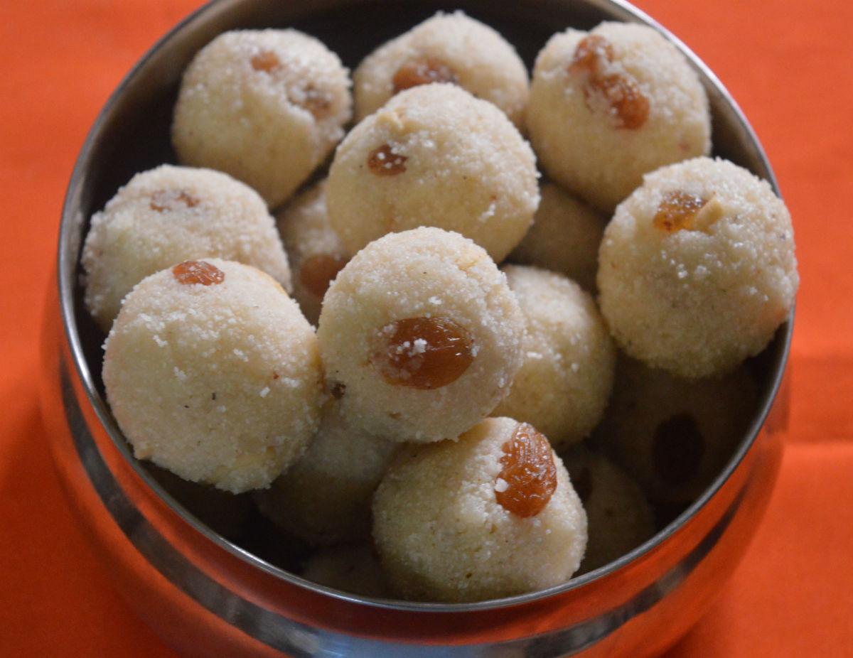 Semolina sweet balls (Rava Laddu)