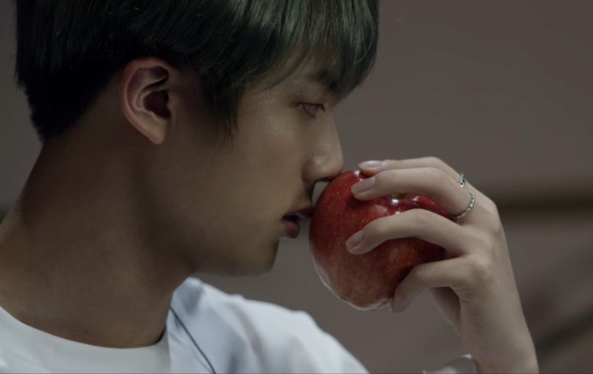 Jin with the apple.
