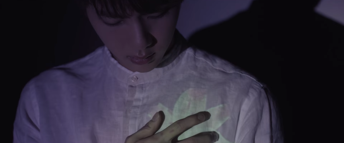 The white lily which blooms on Jin's shirt.