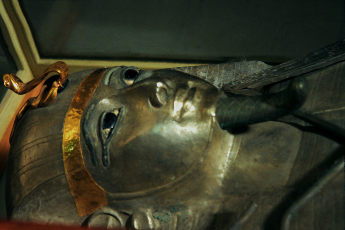 The silver anthropoid coffin of Psusennes I
