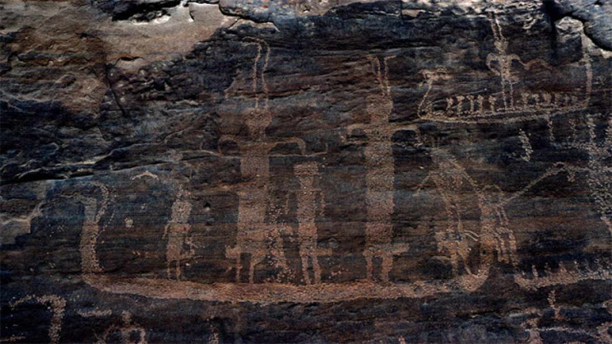Some of the ship drawings may depict gods or chieftain priest figures wearing two tall plumes, a motif instituted by Egyptian pharaohs. (credit: David Rohl)