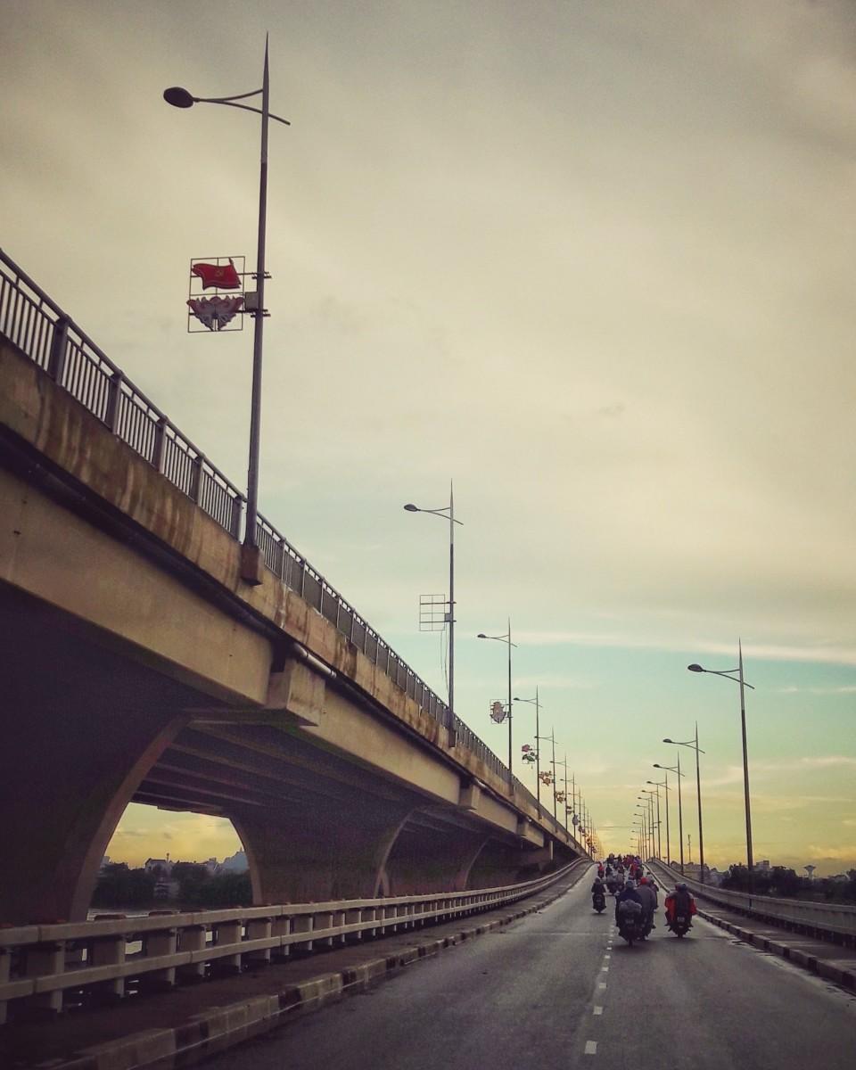 Hoa An Bridge connects Binh Duong and Bien Hoa City through 1K Highway