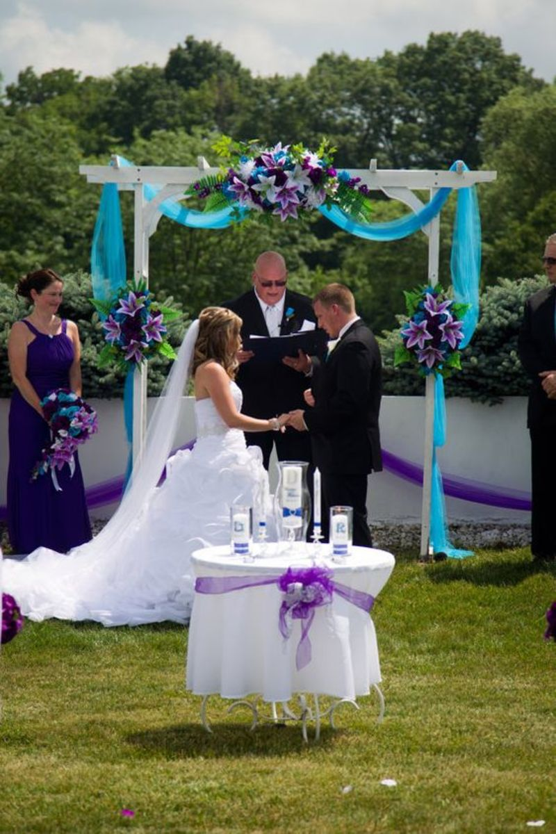 Wedding ceremony incorporates the lovely colors of this theme