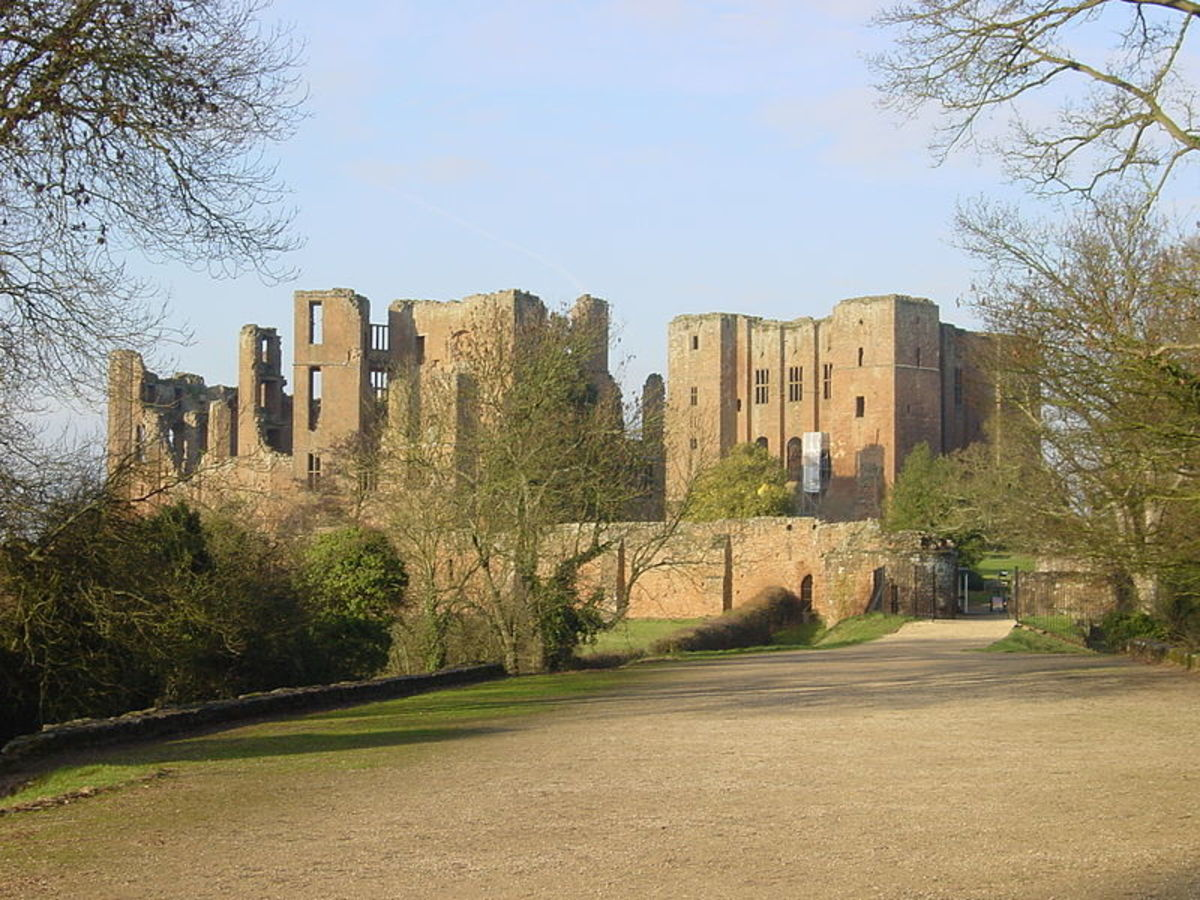 Kenilworth Castle was the scene of a six month siege in the 11th century in which Royalist forces defeated rebellious Barons led by Simon de Montfort.