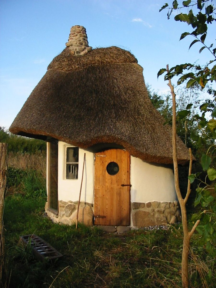 Cob Homes are beautiful almost reminiscent to a hobbit home or a fairy tale home. This is one tough fairy tail home that is easy on your wallet too. Cob homes are sustainable and one of the best options to rebuild after wildfires hit an area.