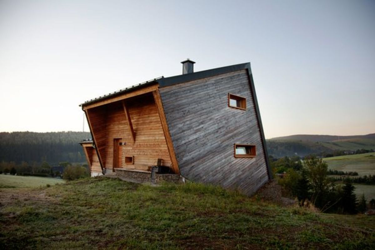 Make a statement with a post modern or minimalist cabin. An abstract approach a cabin like this has many uses architecturally and kinetically speaking and when built correctly the home invites the world outside into it.