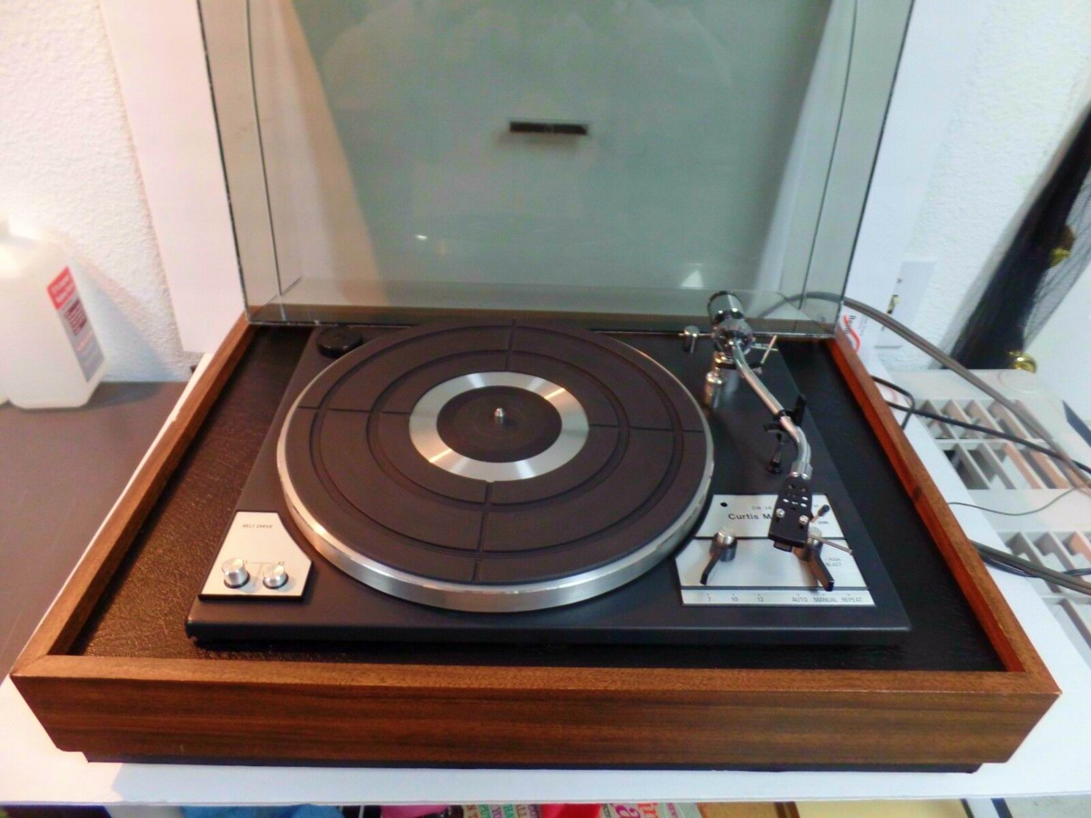 The Curtis Mathes Turntable CM-29 was a New Beginning for the Company. She was made from made in Japan components and based on a completely new design.