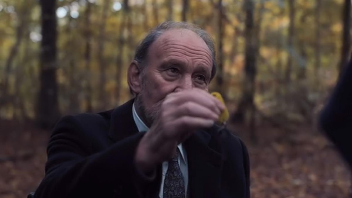 Bernd Doppler hands over a set of keys to Claudia Tiedemann in 'Dark' (2017), a Netflix Original Series.