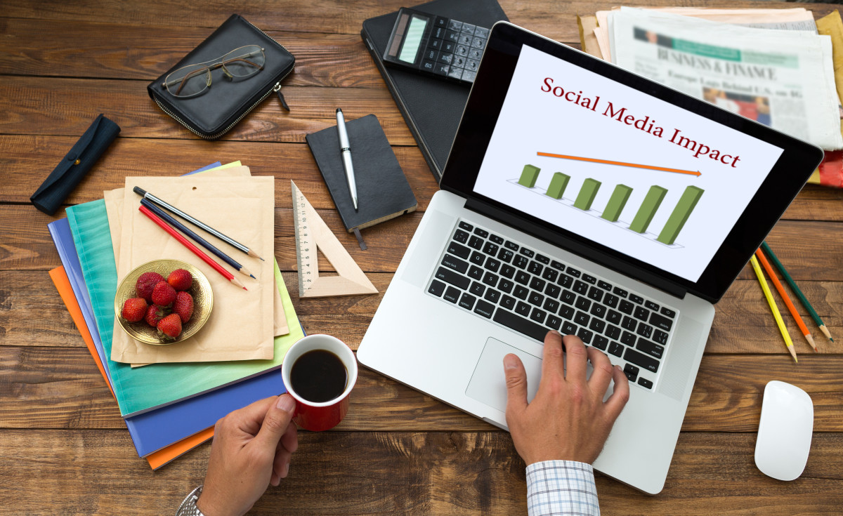 How Freelance Writers Can Boost Their Income Through Social Media Optimization