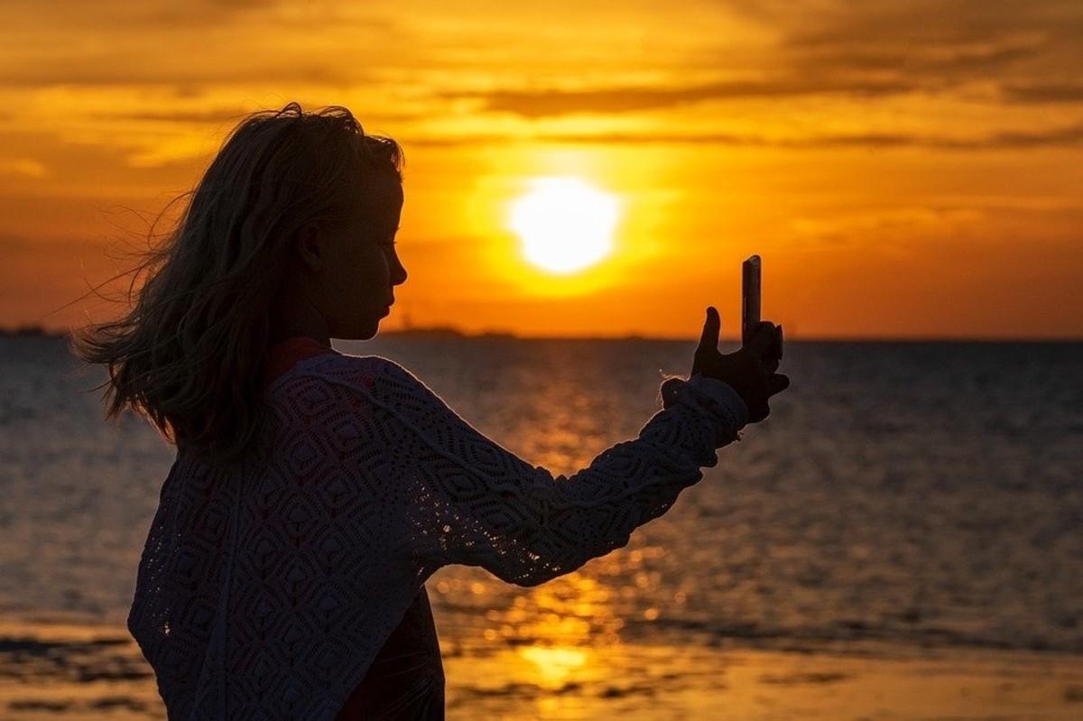 Selfie Girl Silhouette