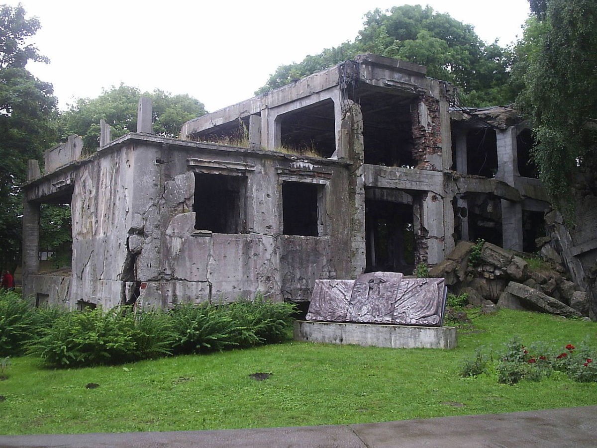 Ruins of the Polish barracks on Westerplatte 2005.