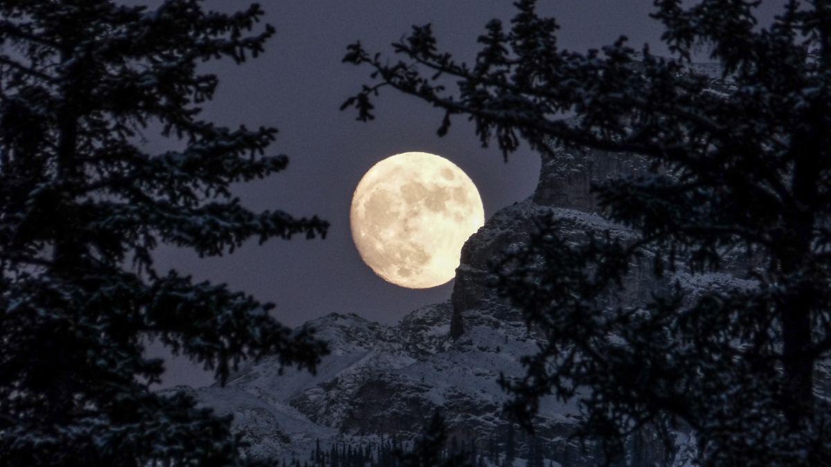 December's Full Cold Moon 2019 UK