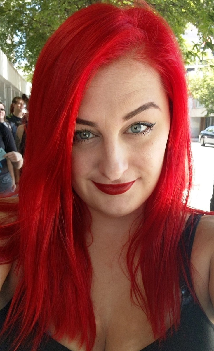 How to Dye Your Hair Ariel-Red: A Review of Arctic Fox Semi-Permanent Hair Dye in Poison