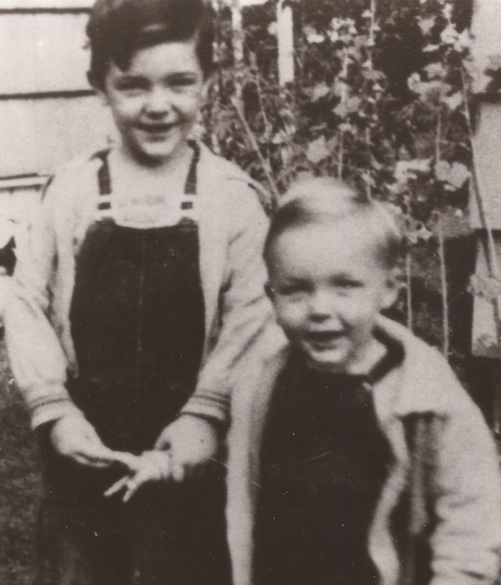 Dick Scobee (left) and his younger brother, Jim.