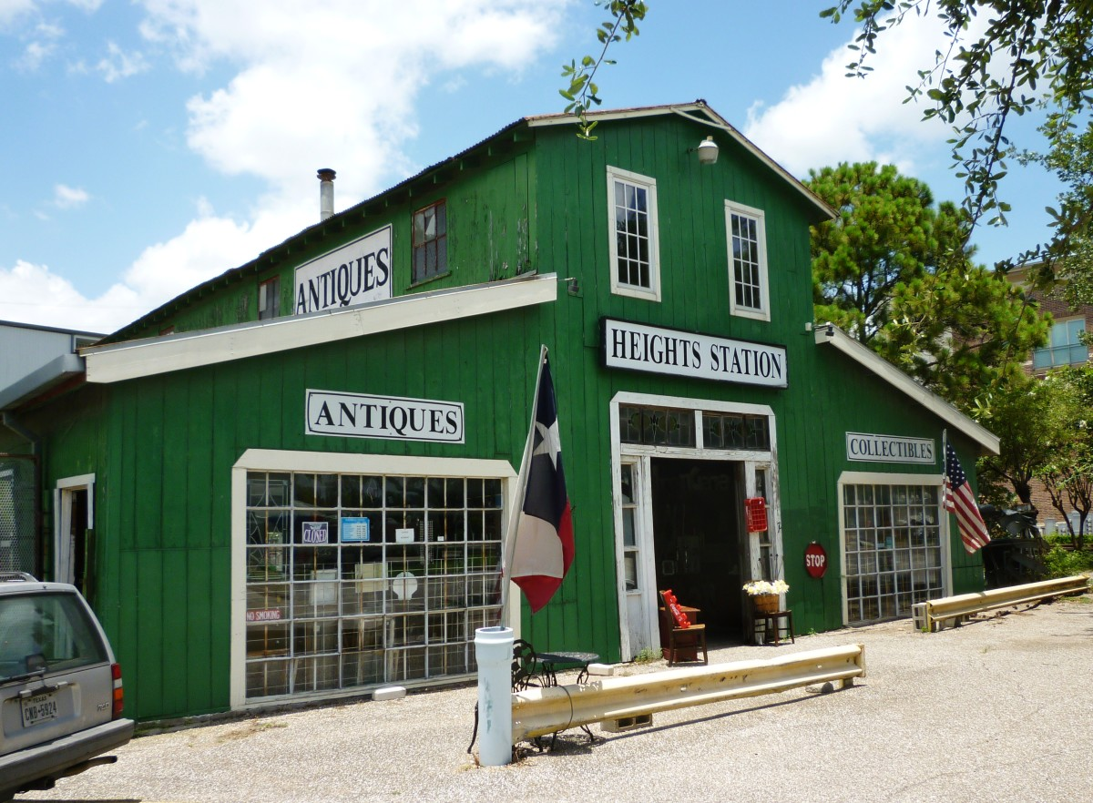 Heights Station Antiques: Old Carriage Barn Setting in Houston