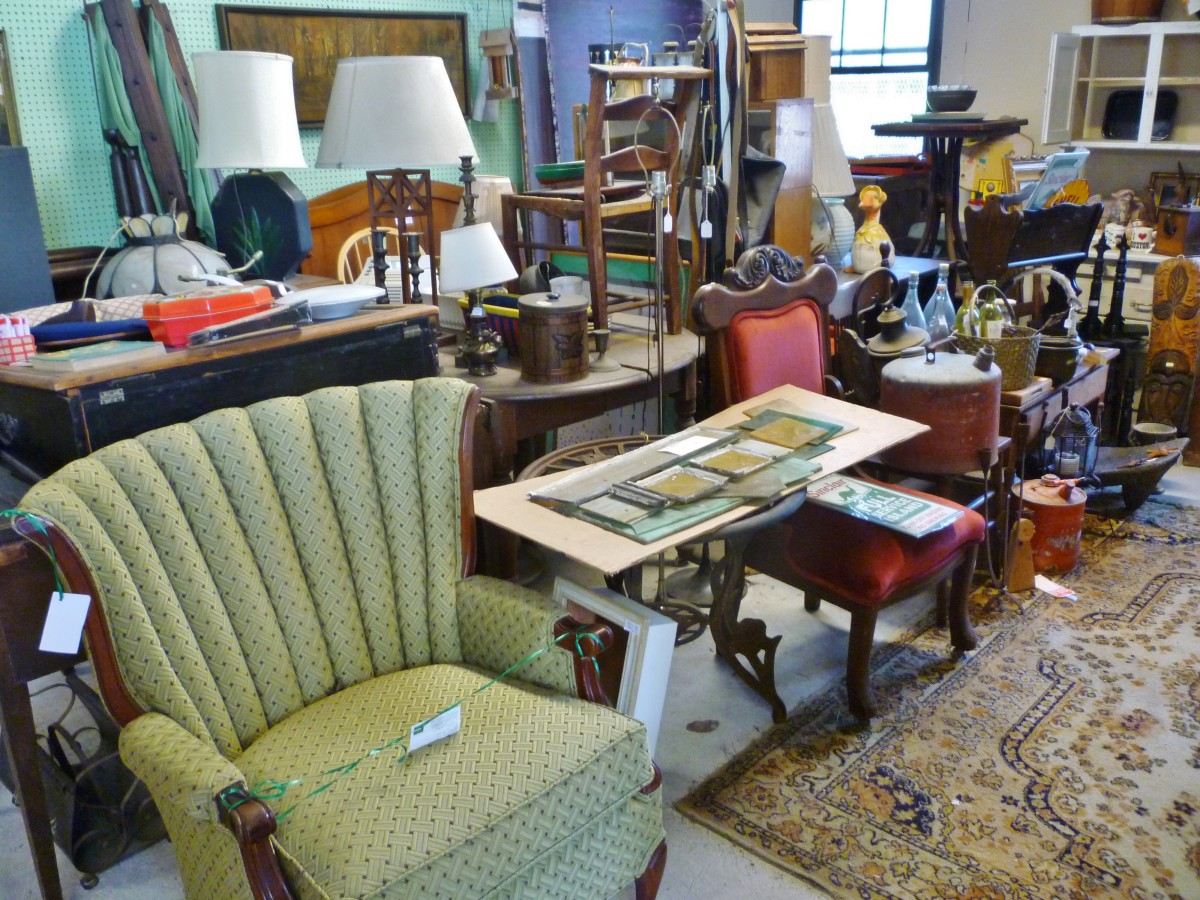 So much to see in the Heights Station Antiques!