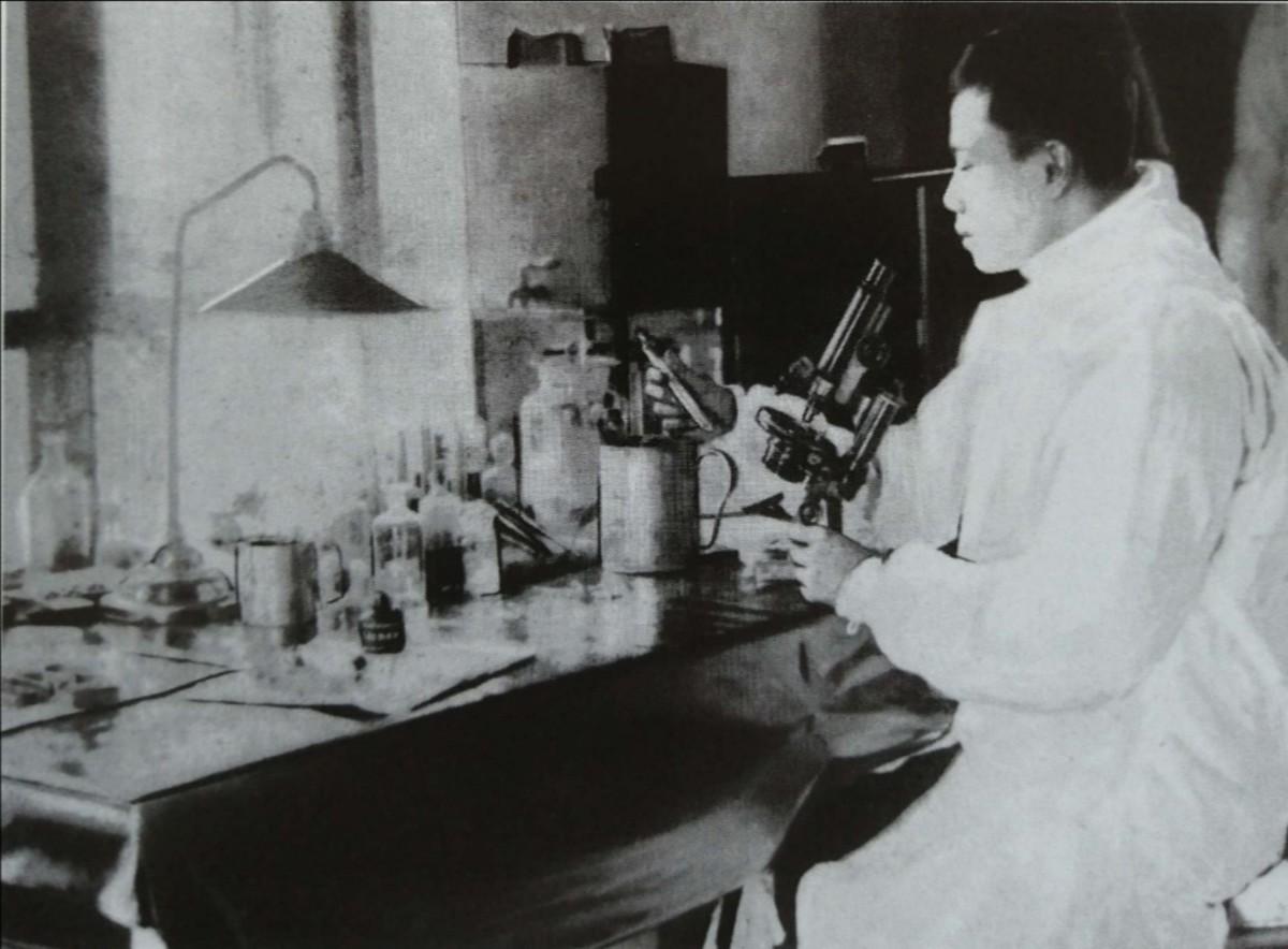 Dr Wu, working in his first plague laboratory, Harbin, Manchuria, Jan 1911
