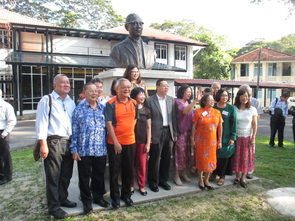 Unveiling of Dr Wu's bust erected by the   Dr. Wu Lien-Teh Society, in front of the Penang Institute, Penang, Malaysia.  Picture shows the Chief Minister of Penang, family members and relatives of Dr Wu and other dignitaries.