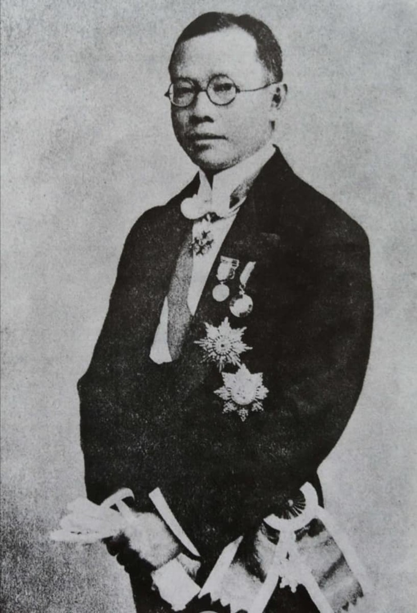 Dr Wu, formal pose with his decorations. 1922.