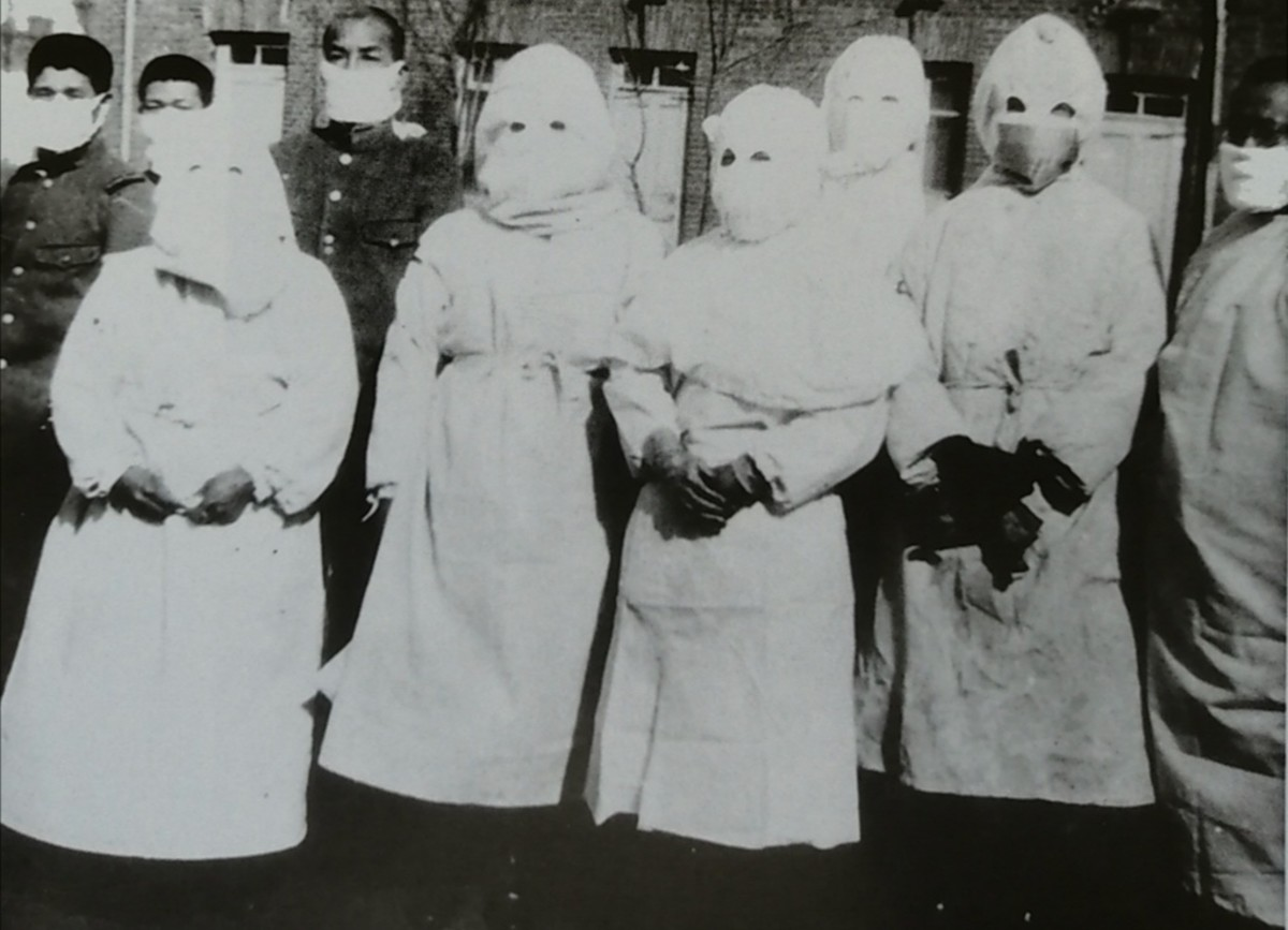 2nd Manchurian plague, 1921. Dr Wu extreme right.