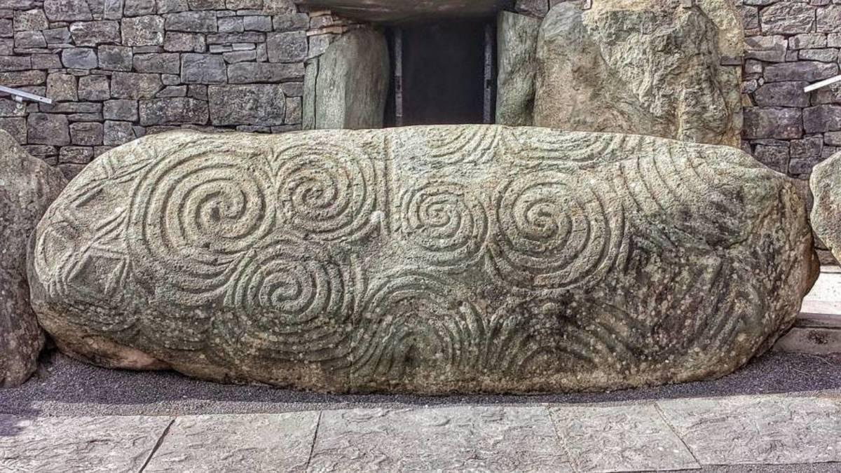 Carvings at Newgrange Entrance