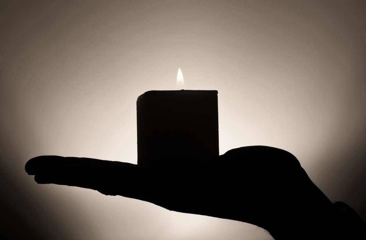 using-the-spiritual-power-of-black-candles