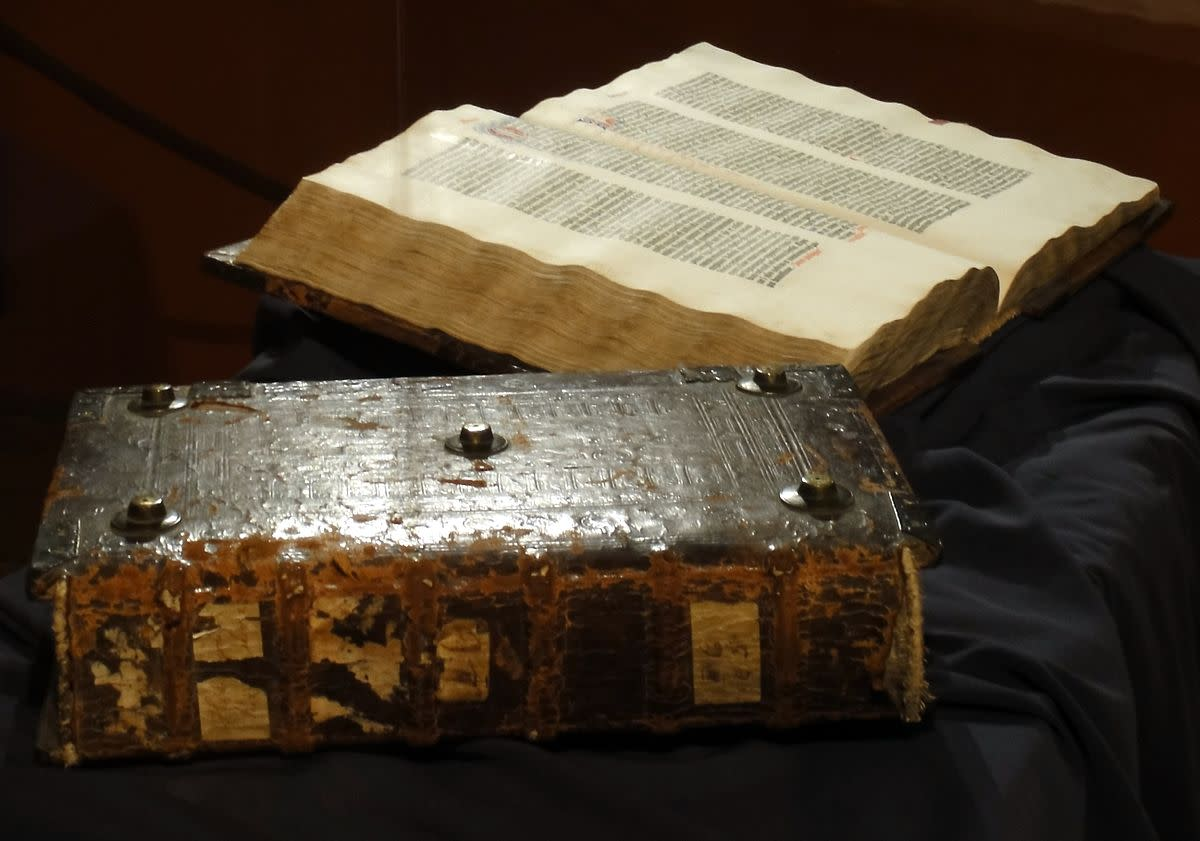 The printing of the Gutenberg Bible required punctuation marks to be cast in metal for printing.