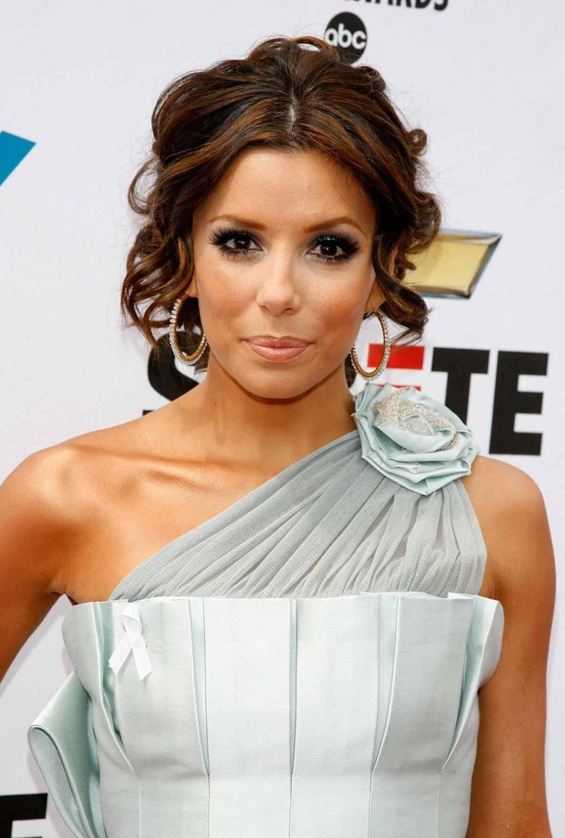 "Eva Longoria of ""Desperate Housewives"" TV shows follows flower fashion"