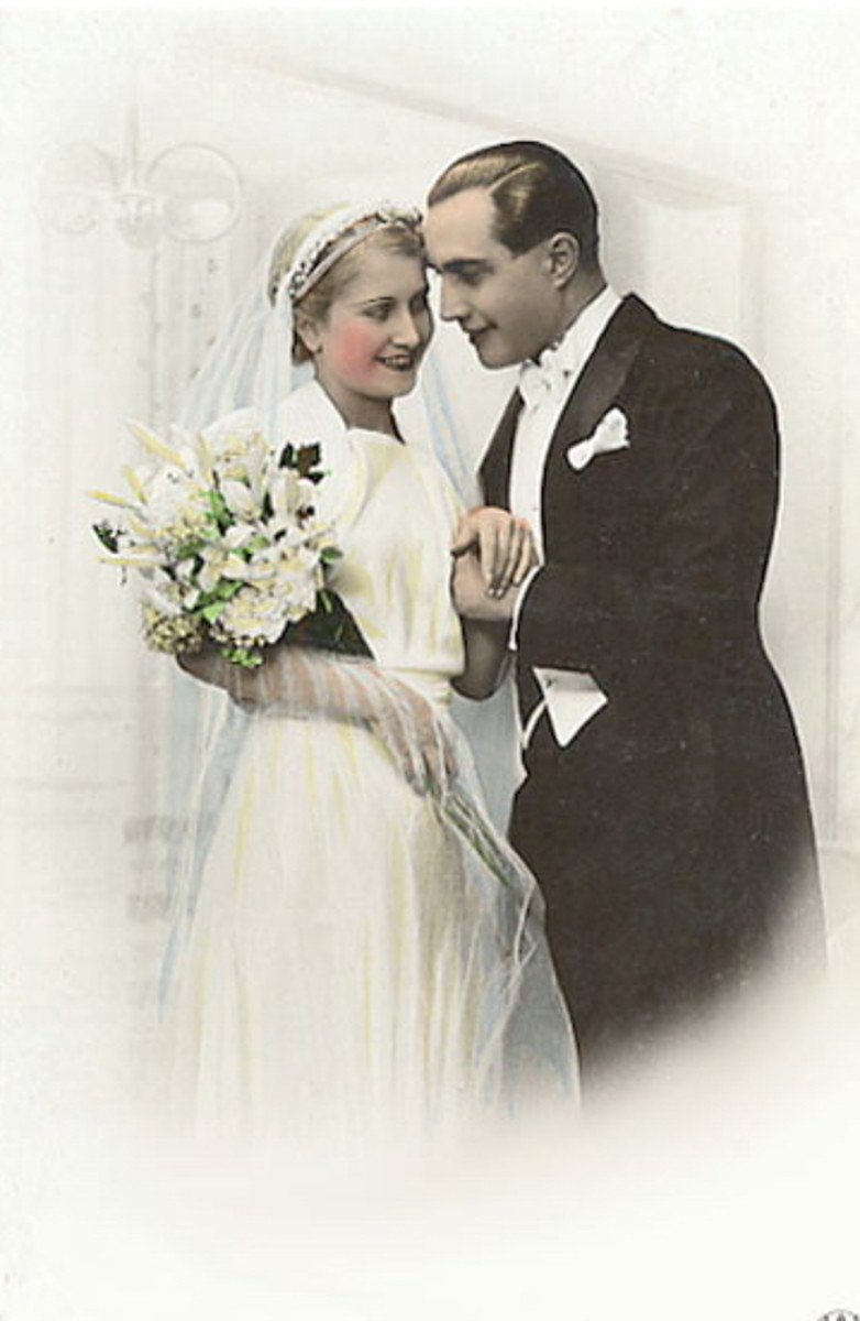 This vintage couple photo could be used to create unique bridal shower favors