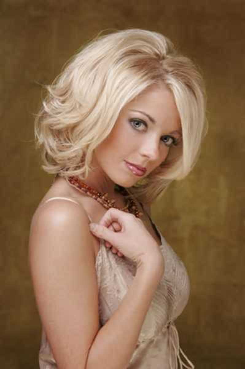 2008 medium layered blonde hairstyle for teen girls
