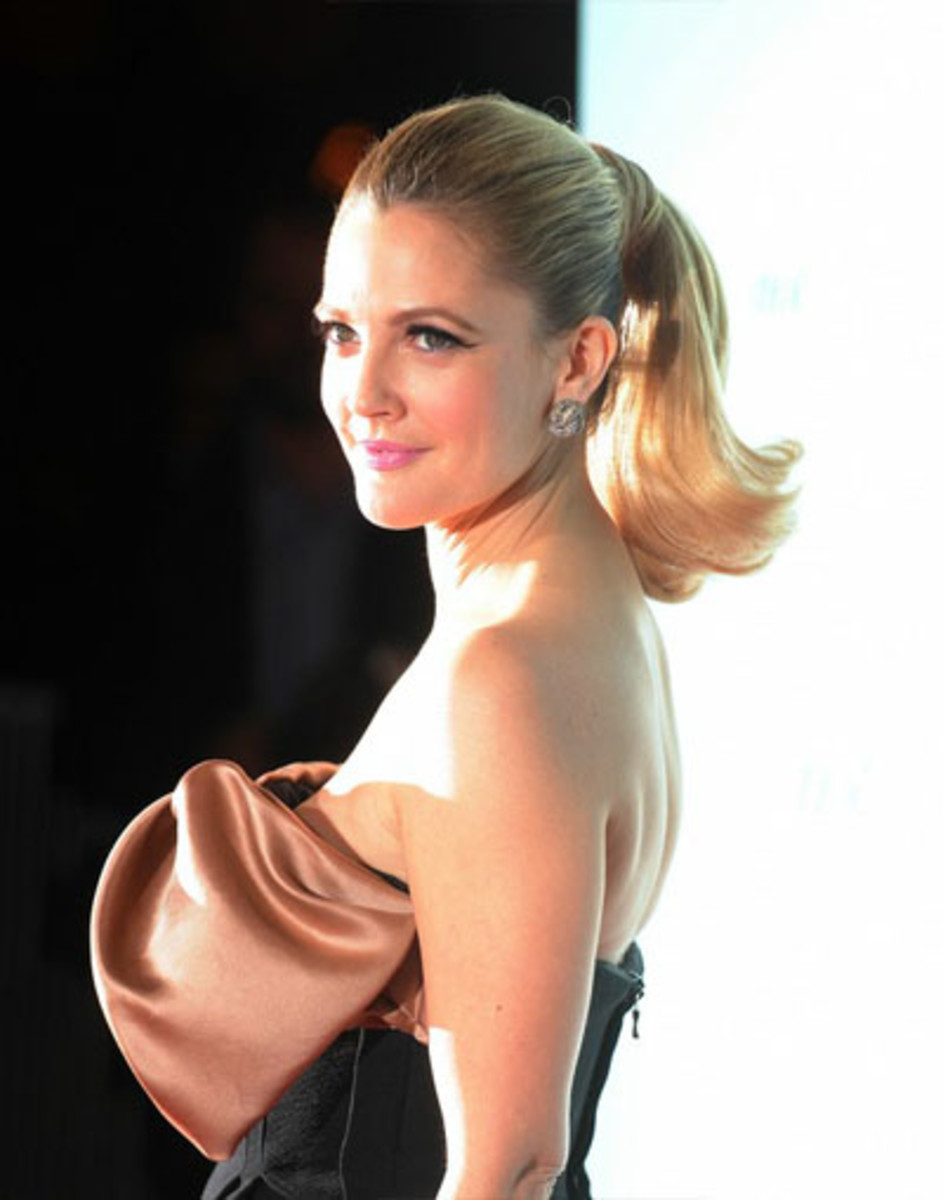 drew barrymore medium ponytail hairstyle