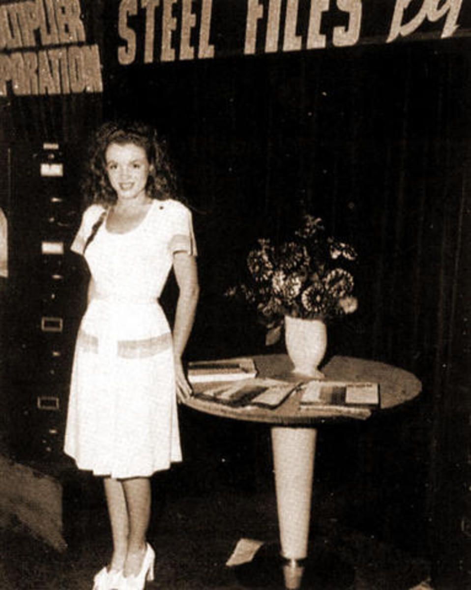 Marilyn during her Blue Book modelling days