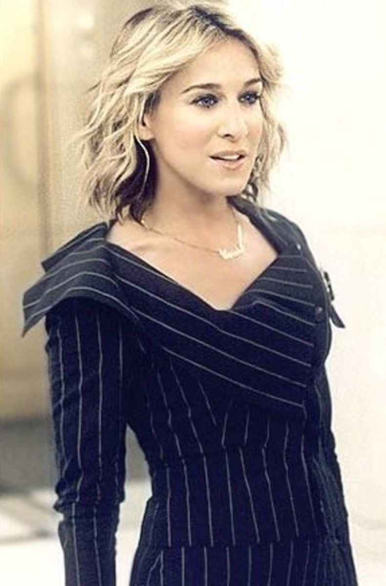 When Carrie went to work at Vogue, she cut her hair and dressed the part.