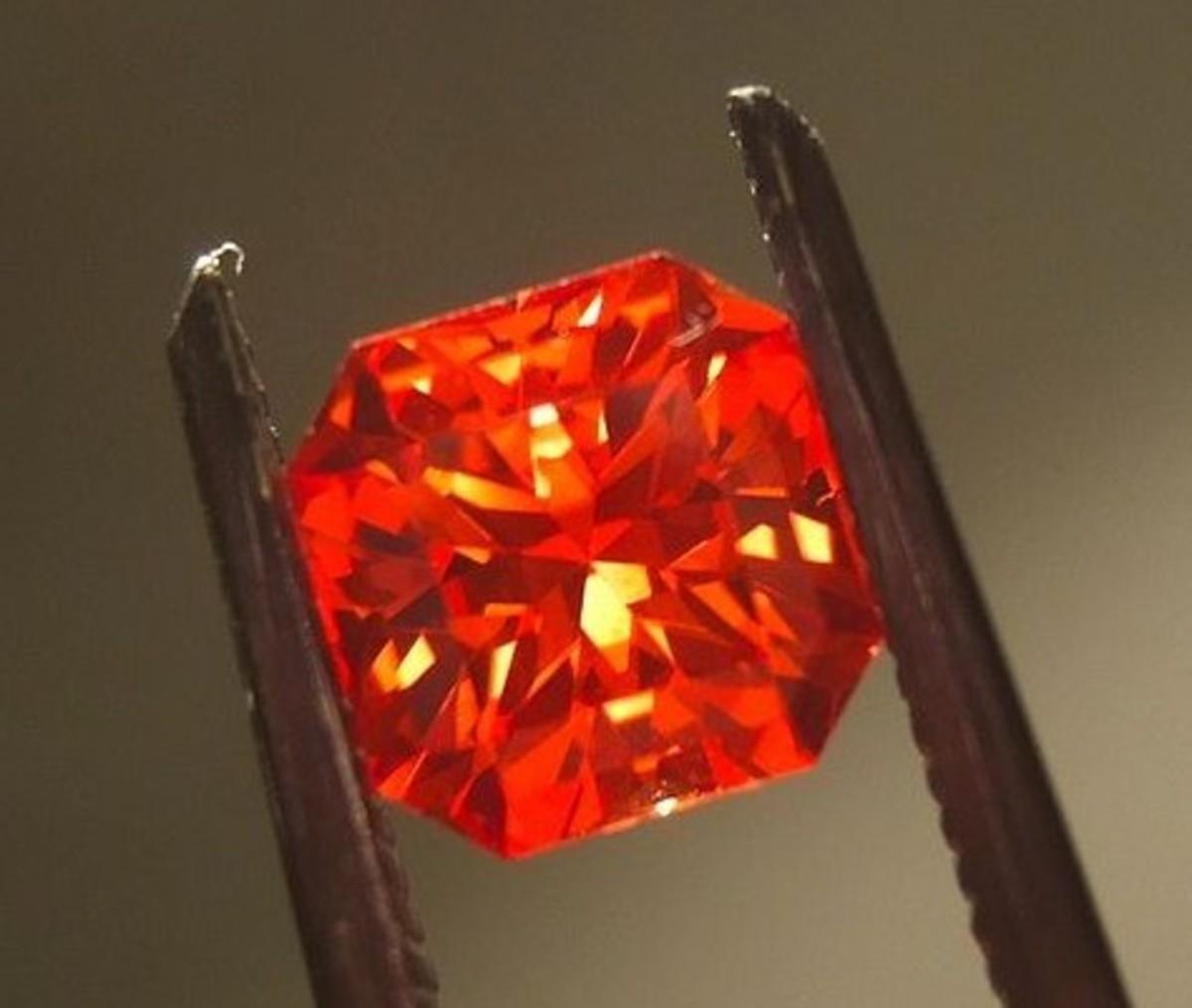 Padparadscha Sapphire (Alextryan, Wikipedia)