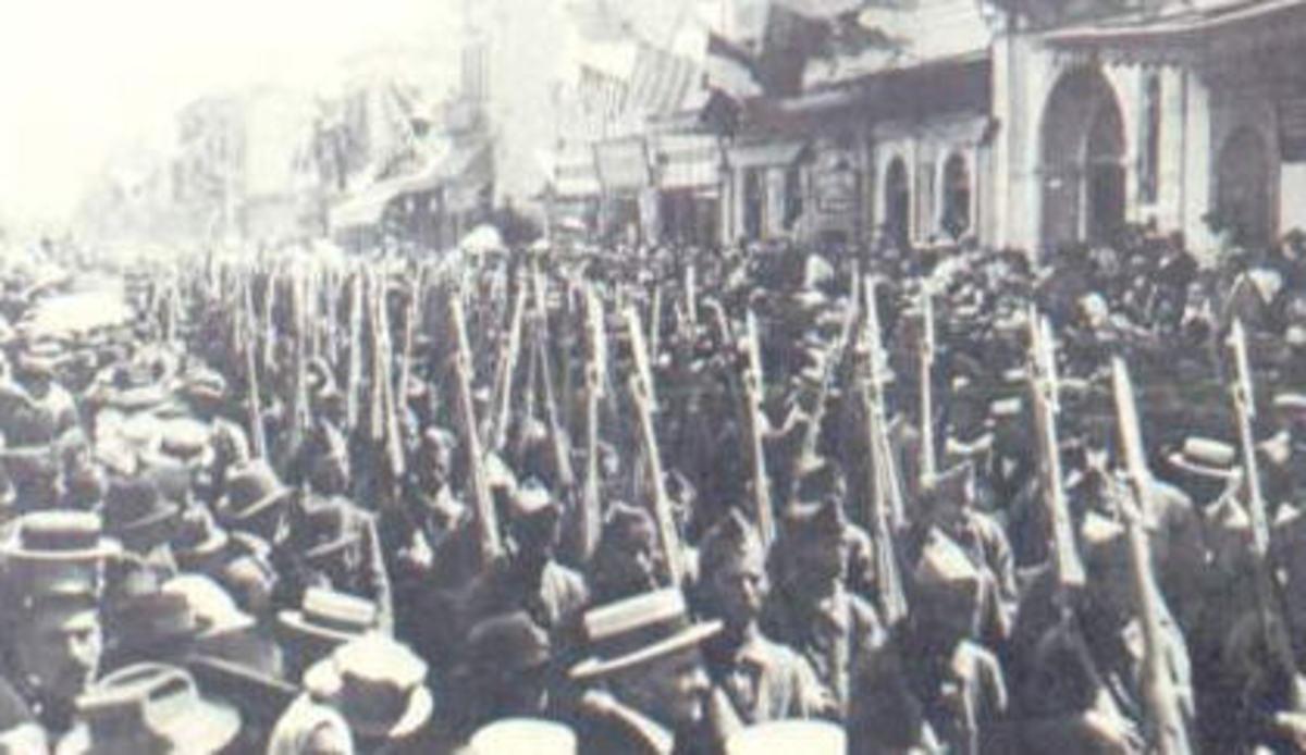 Greek Army enters Izmir