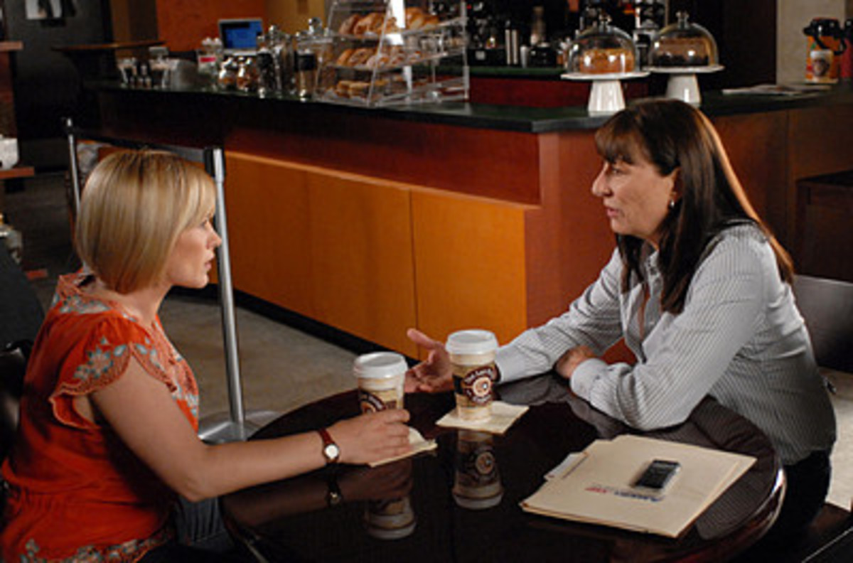 Alison DuBois and Pam, a Cognative Behavioural Therapist catch up on their college days - New 'Medium' Season 7
