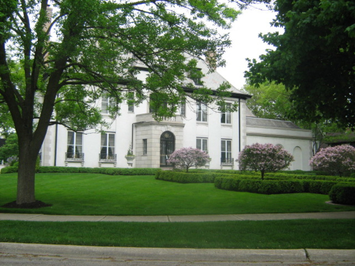 A large mansion in Hinsdale