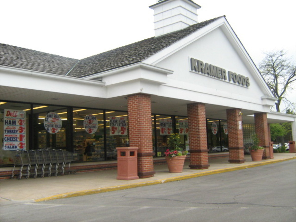 Independently-owned supermarket near Historic Downtown Hinsdale