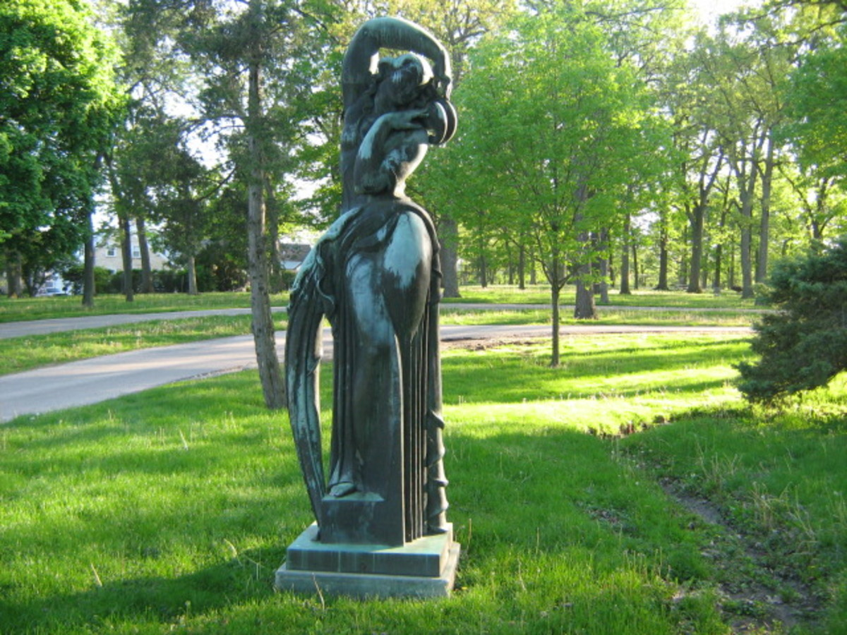 Rustic statue found along the roadway within Katherine Legge Memorial Park