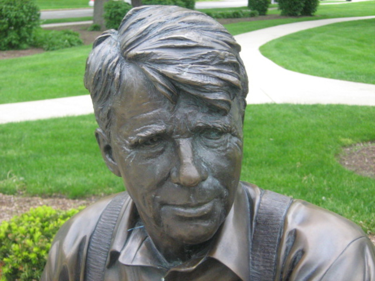 Close-up of the Robert Frost statue sitting in the Downtown Hinsdale Park