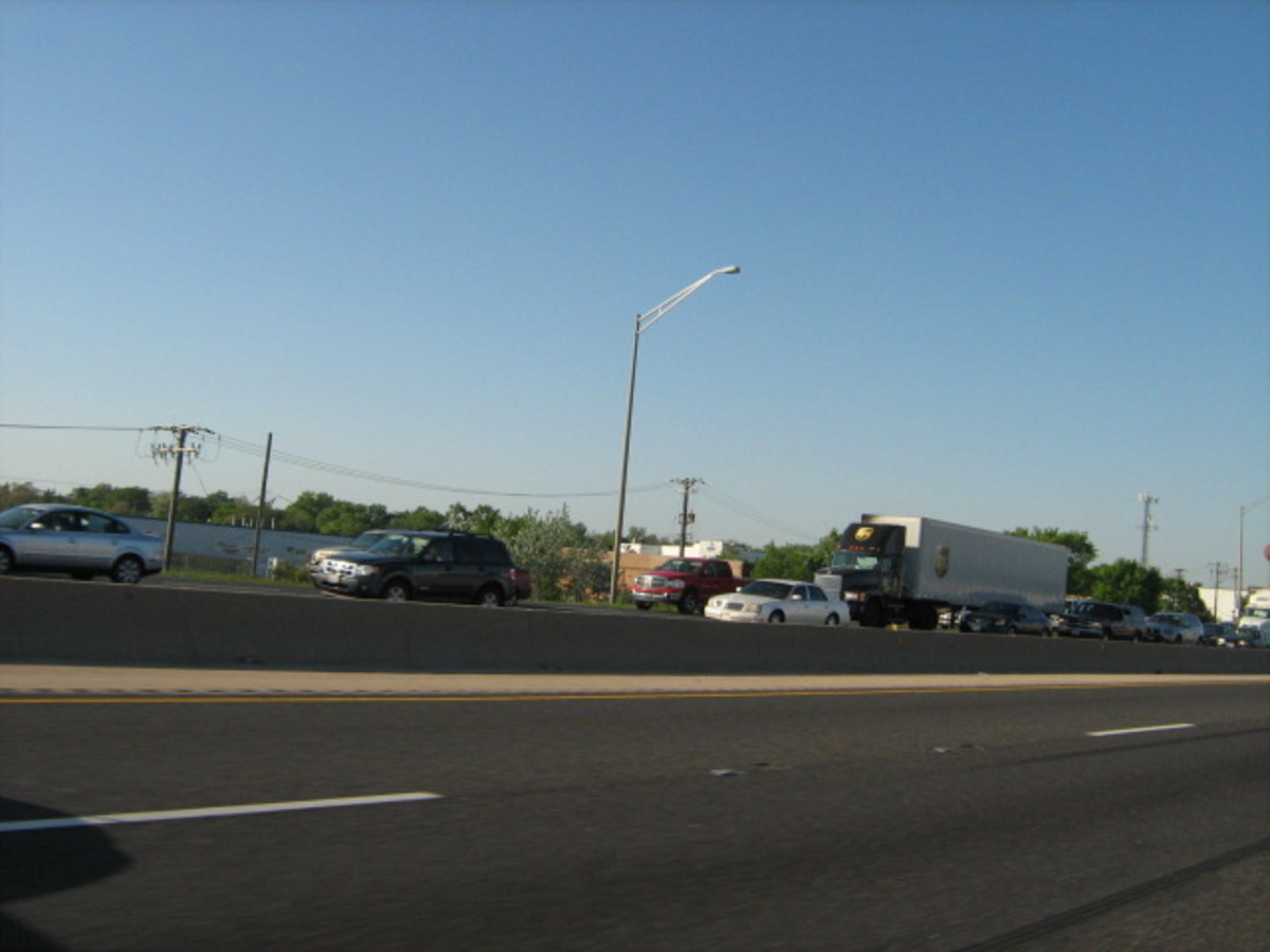 Hordes of traffic traveling south on I-55, passing just south of Hinsdale, during rush hour