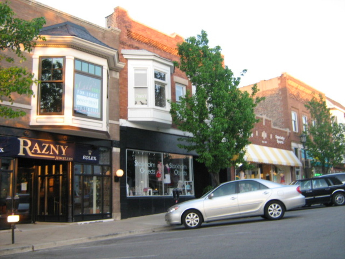 Business district with independently-owned shops in Downtown Hinsdale