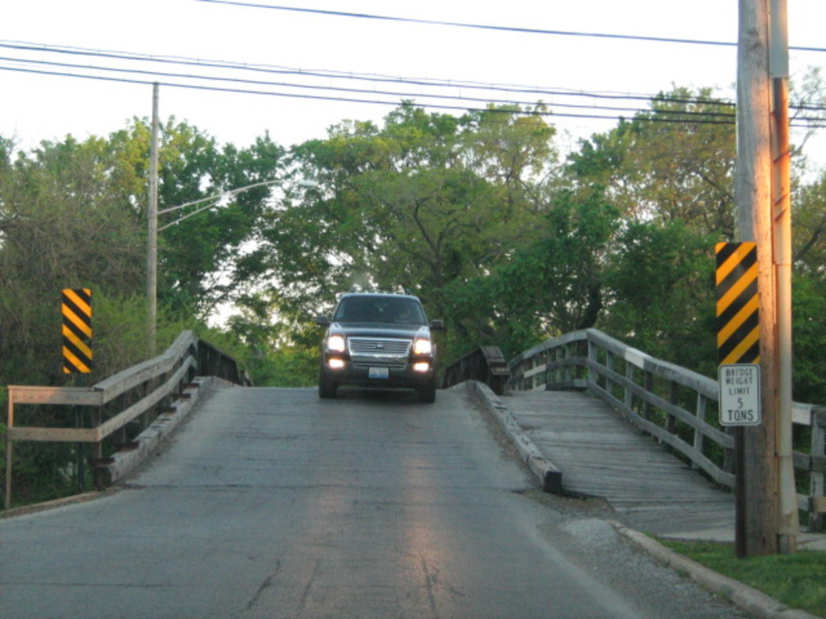 Traffic driving over the one-lane bridge near Hinsdale Hospital - south view