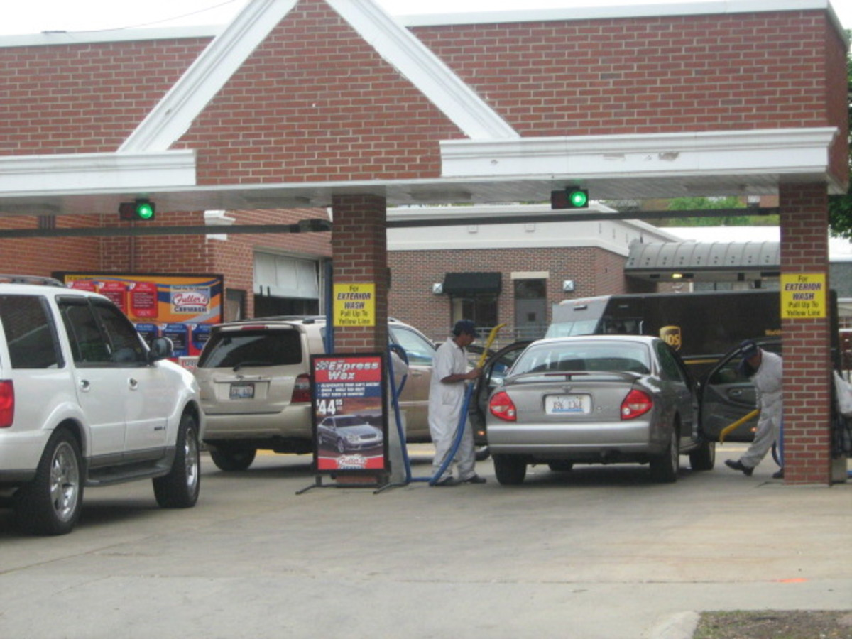 A pricy, busy car wash near Historic Downtown Hinsdale