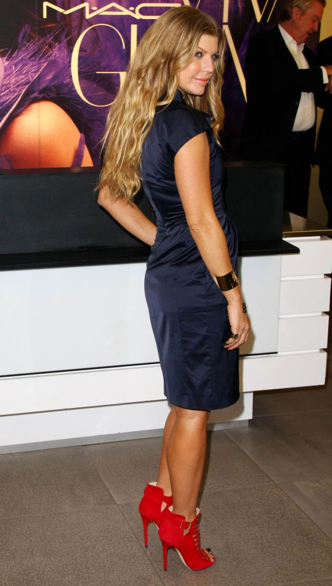 Fergie in a blue dress and red high heels for Mac Cosmetics