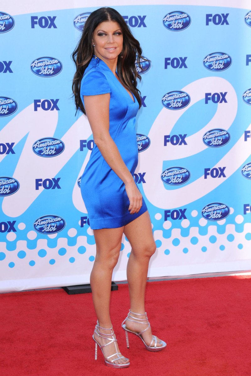 Fergie in a blue dress and high heel sandals at the American Idol event