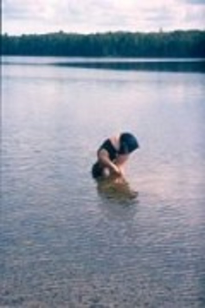 Making a spontaneous stop to wash my hair in a cold lake along the Appalachian Trail in Maine