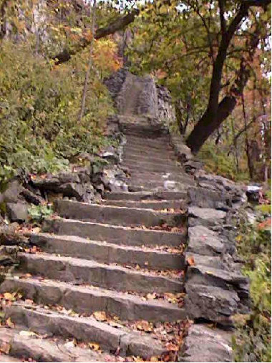Hiking Trails in Niagara falls - Whirlpool park