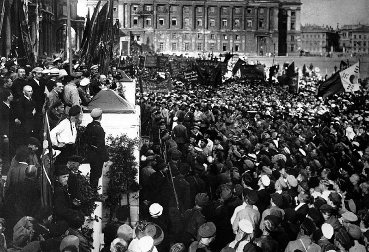 VLADIMIR LENIN AND THE BOLSHEVIKS IN PETROGRAD 1917