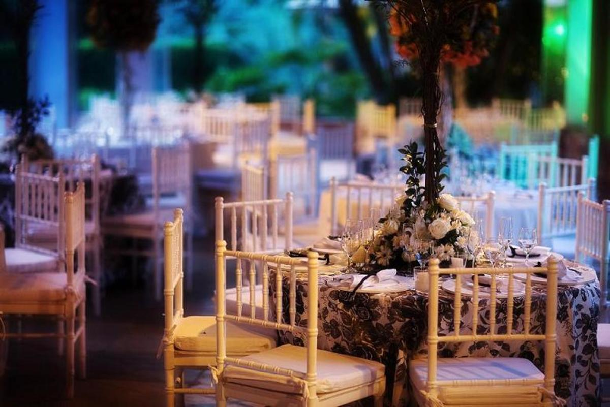 Fun outdoor wedding reception